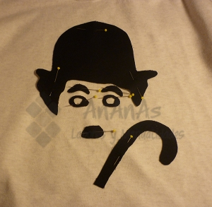 Sujetar con alfileres sobre la camiseta