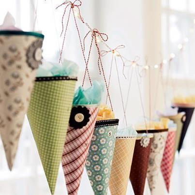 8.-Idea-para-decorar-en-Navidad-con-conos-de-papel